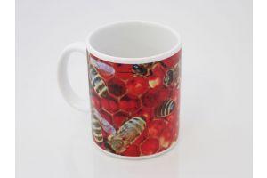 Flot kaffekrus med bier der arbejder